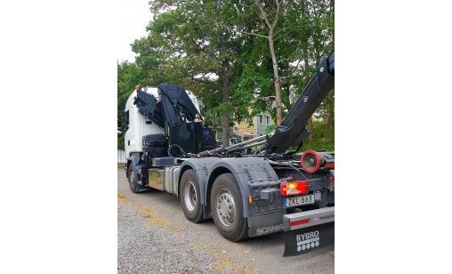 Euro 6 kranbil med lastväxklare (inkl förare)