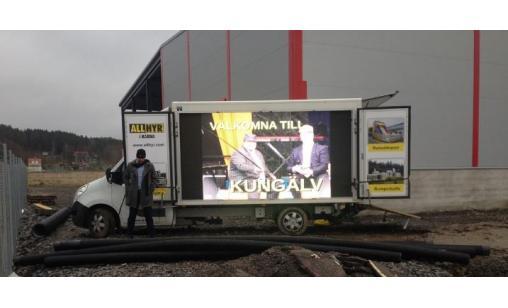 Storbildsskärm på lastbil